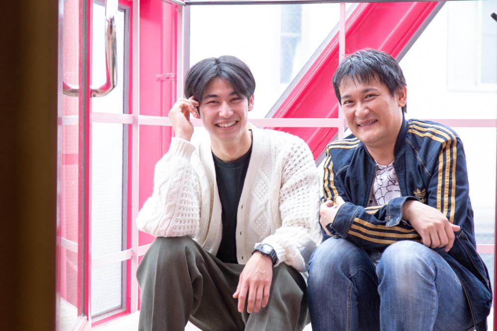 写真・図版 : 石飛幸治(右)と久保優二=冨田実布撮影