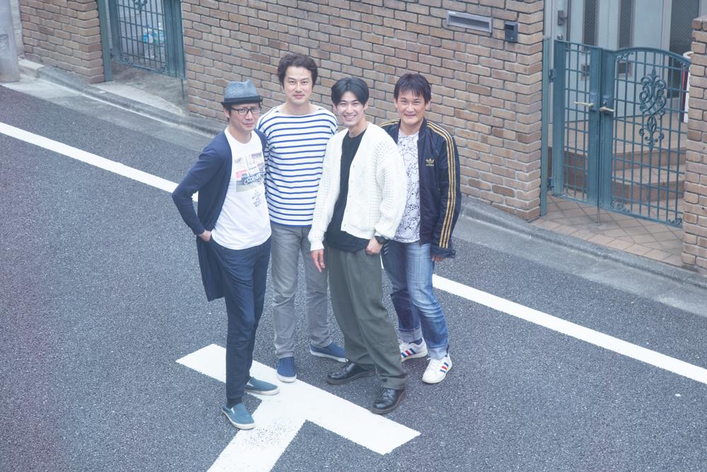 写真・図版 : 左から、岩﨑大、笠原浩夫、久保優二、石飛幸治=冨田実布撮影