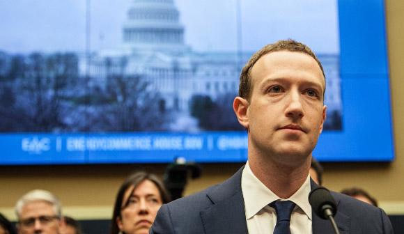 岐路に立つフェイスブックはどこへ向かうか