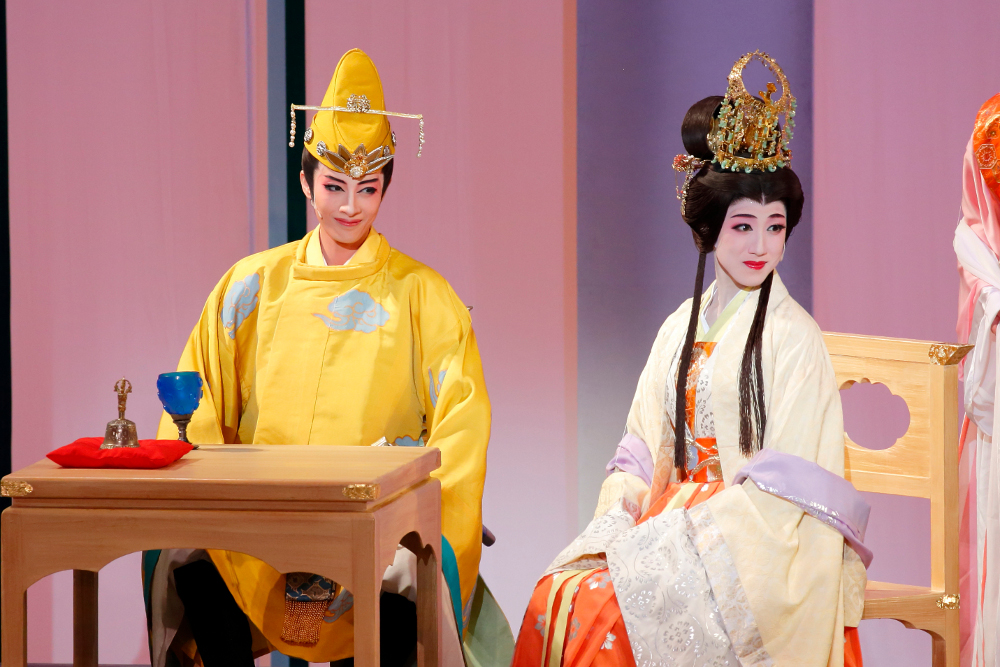 写真・図版 : 花組博多座公演『あかねさす紫の花』〈Aパターン〉