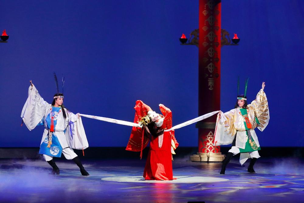 写真・図版 : 花組博多座公演『あかねさす紫の花』〈Bパターン〉