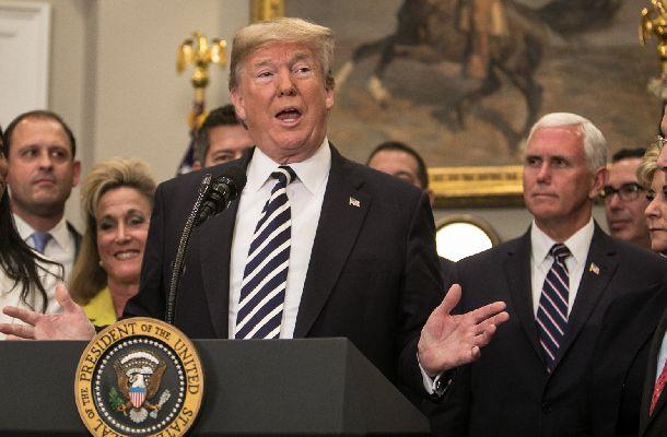 ホワイトハウスで米朝首脳会談の中止について説明するトランプ米大統領=2018年5月24日、ワシントン