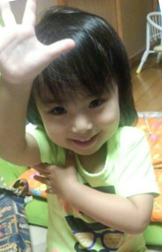写真・図版 : 東京都目黒区の自宅で親から虐待を受けていたとみられる船戸結愛ちゃん=フェイスブックから