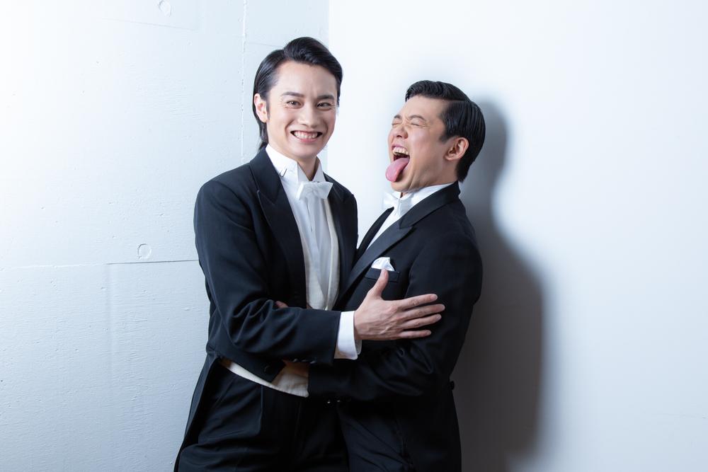 写真・図版 : 良知真次(左)と藤岡正明=冨田実布撮影