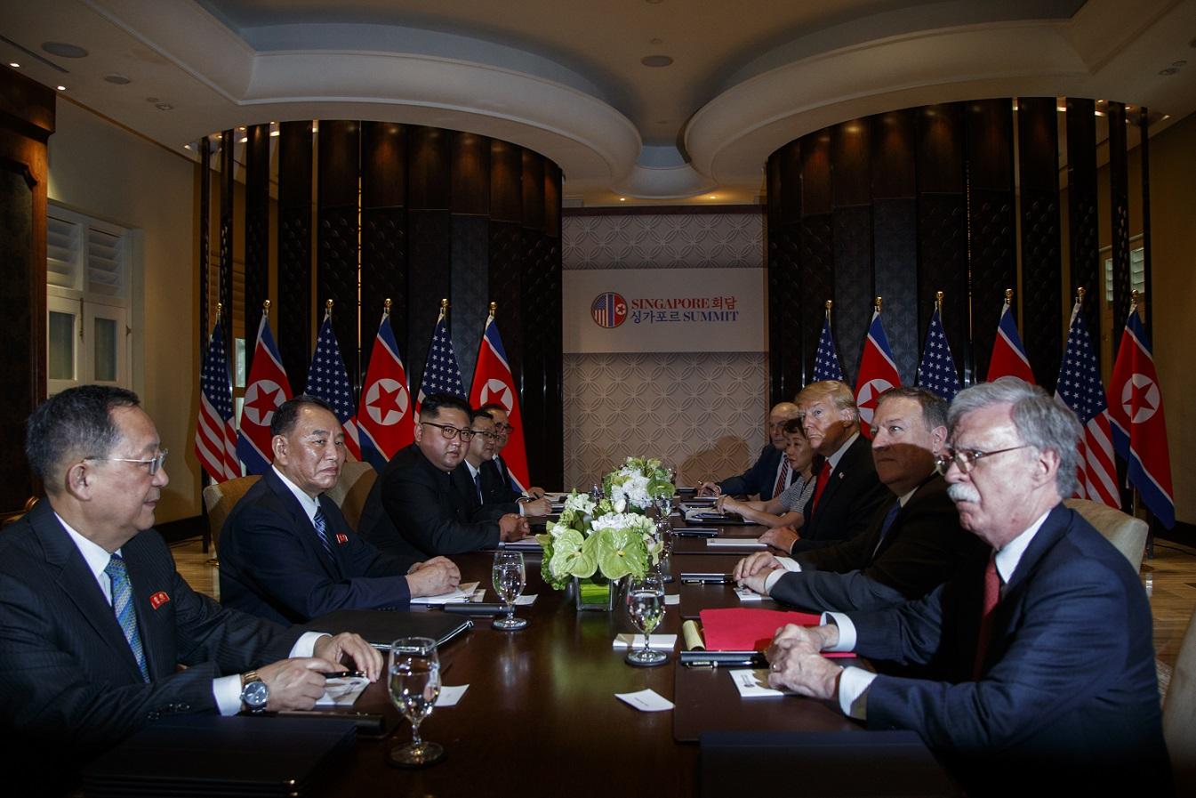 「席順」で読み解く米朝首脳会談