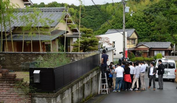 野崎幸助さんが死亡した自宅周辺=2018年6月6日午前10時5分、和歌山県田辺市