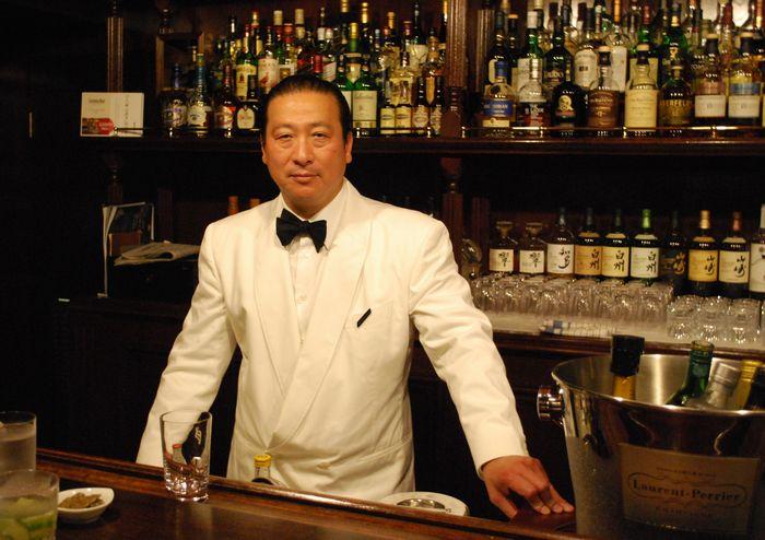 写真・図版 : サンボアの3店舗のオーナー、新谷尚人さん
