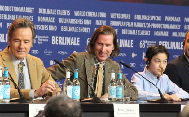ベルリンオープニング上映を前に会見する「犬ケ島」のウェス・アンダーソン監督(左から2人目)