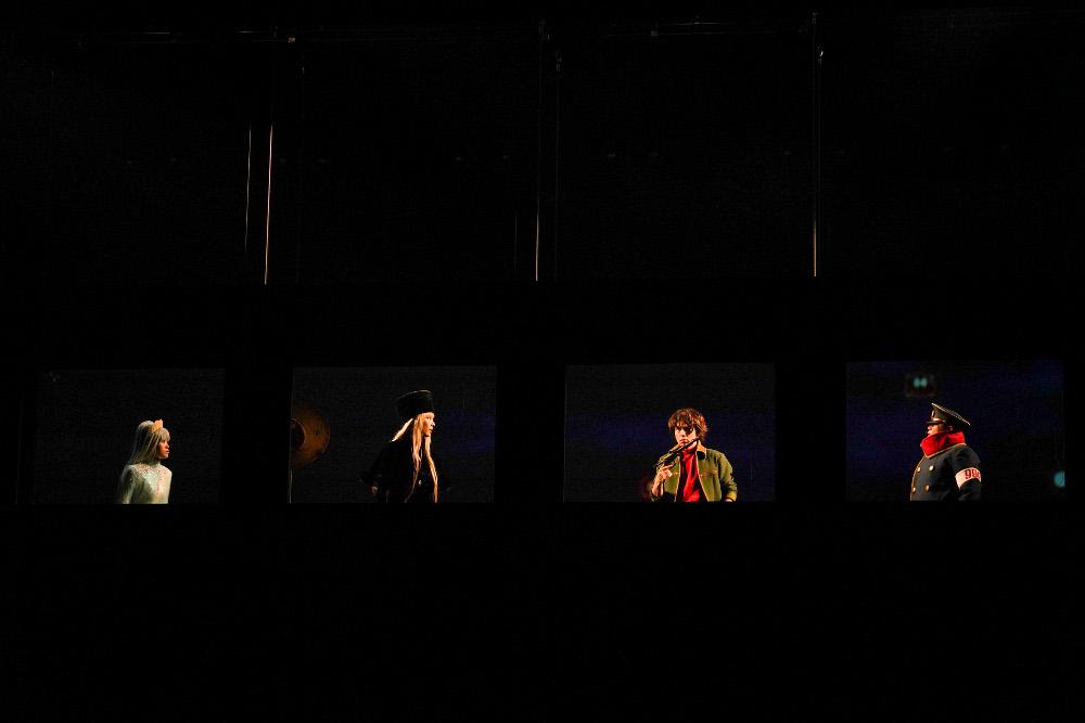 写真・図版 : 舞台『銀河鉄道999』公演から=源かつみ撮影/(C)松本零士・東映アニメーション・(C)舞台『銀河鉄道999』実行委員会2018