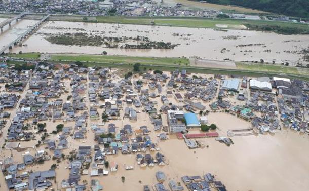 科学・環境  空から見た「西日本大水害」の現場