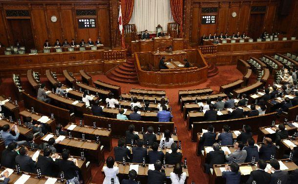 参院の議員定数を6増やす公職選挙法改正案が可決された参院本会議=2018年7月11日