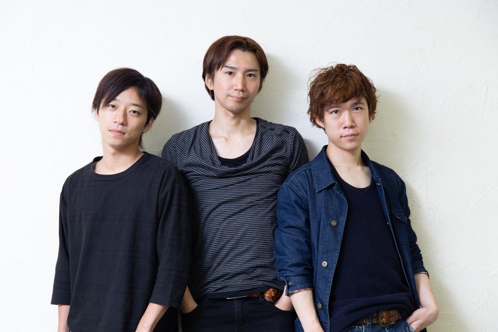 写真・図版 : 左から、若林健吾、仲原裕之、千葉健玖=冨田実布撮影