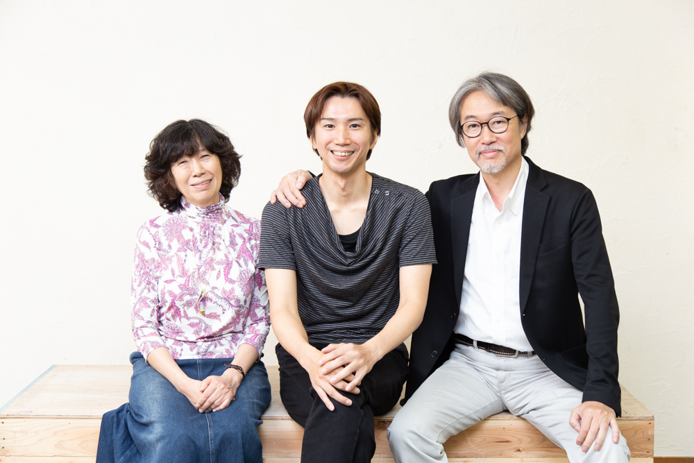 写真・図版 : 左から、倉田淳、仲原裕之、藤原啓児=冨田実布撮影