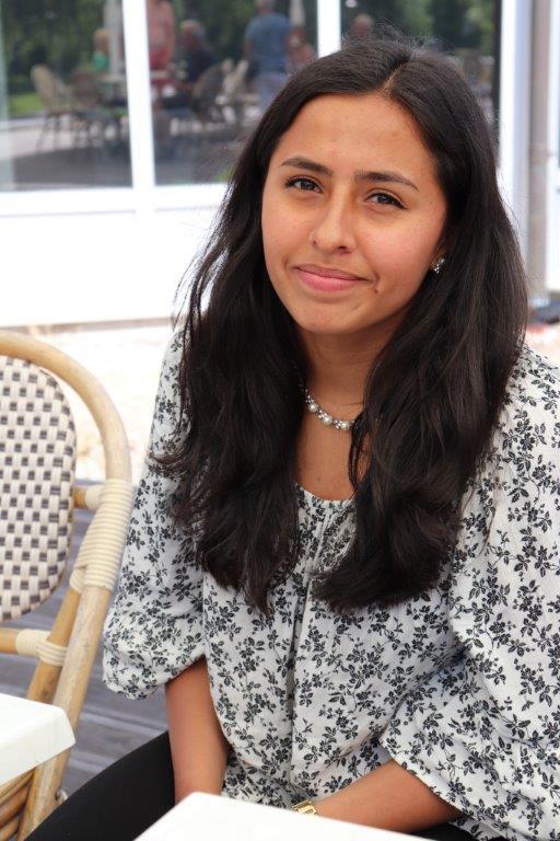 写真・図版 : アンネリ・カスティロさんは16歳で穏健党に入った。教育問題では教師の給与水準を引き上げることも課題の一つと考えている