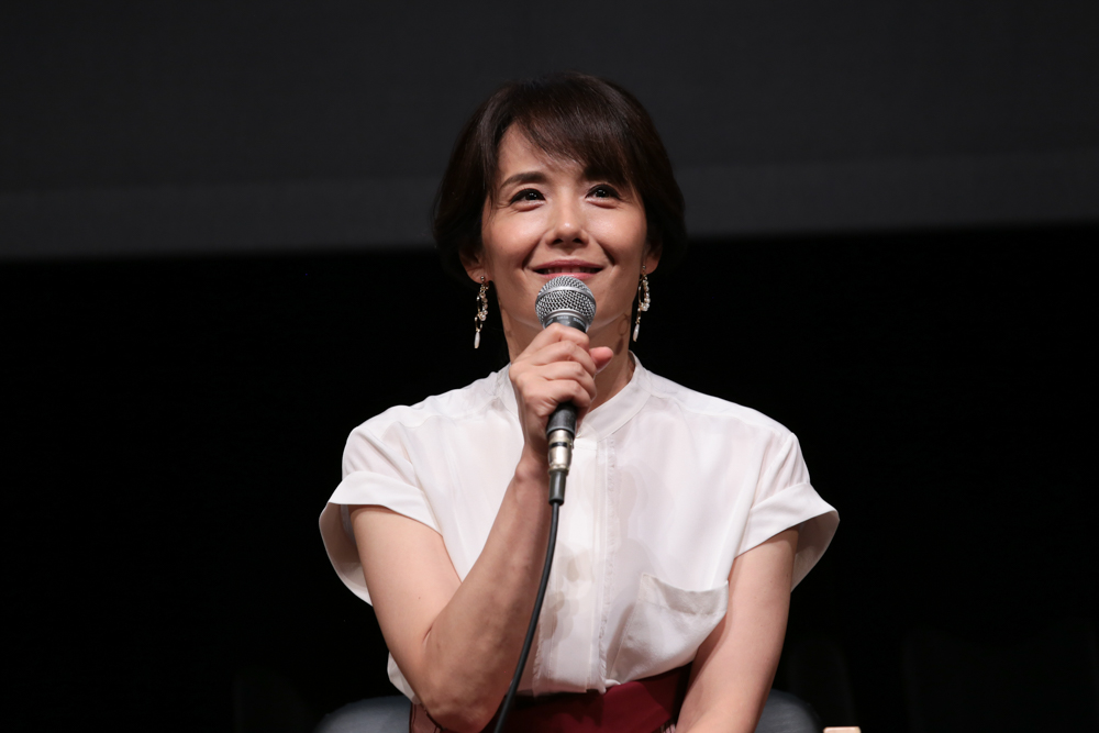 写真・図版 : 『母と暮せば』制作発表会見から、富田靖子=冨田実布撮影