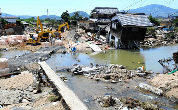 写真・図版 : 大きな被害が出た岡山県倉敷市真備町=2018年7月13日、小林一茂撮影