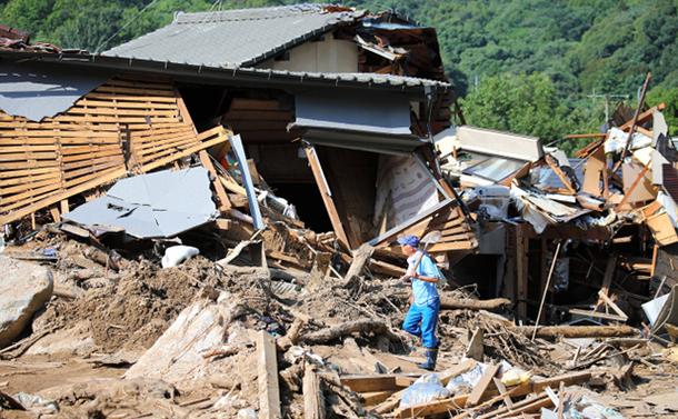 写真・図版 : 住宅が全壊した広島市安芸区矢野東地区=2018年7月13日、川村直子撮影