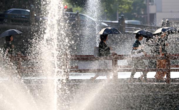 日本各地を猛暑と豪雨が襲う