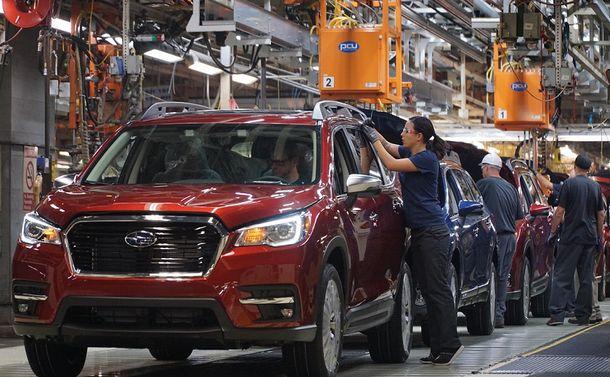 写真・図版 : スバルが公開した米国の組み立て工場=2018年8月2日、インディアナ州ラファイエット