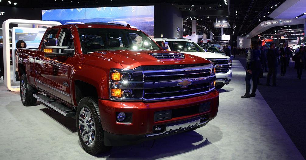 写真・図版 : 米ゼネラル・モーターズ(GM)のピックアップトラック。消費者の大型車シフトで好調だったところに貿易摩擦が襲った=2018年1月16日、デトロイトの北米国際自動車ショー