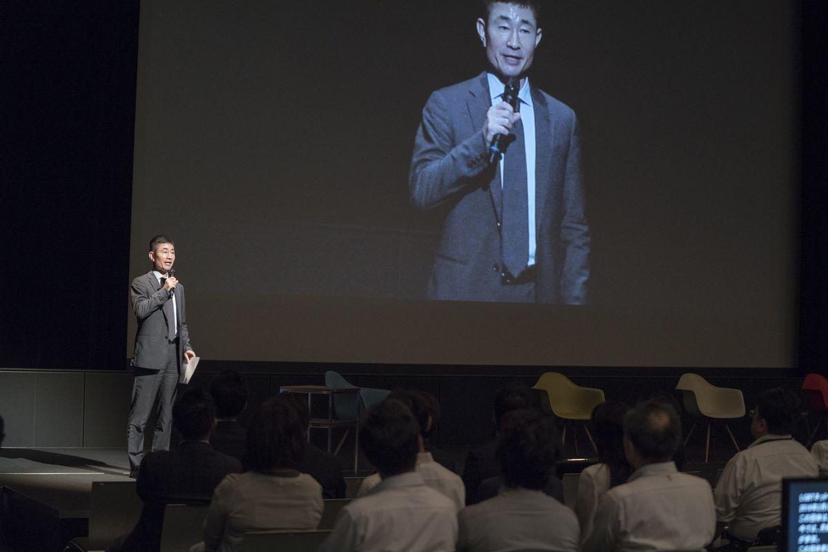 写真・図版 : 「ソニーダイバーシティーシアター2017」で講演する稲葉さん=2017年9月