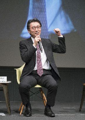 写真・図版 : 「ソニーダイバーシティーシアター2017」のトークイベントに登壇した藤田さん=2017年9月