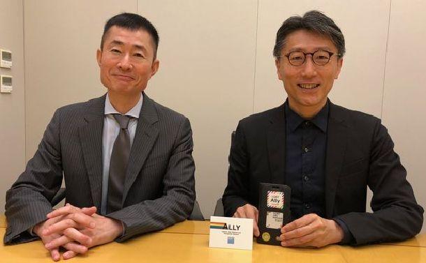 藤田直介さん(右)と部下の稲場弘樹さん