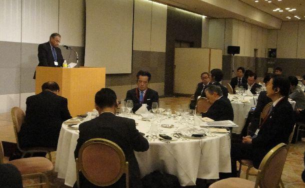 RECNA主催の会議で北東アジア非核化、核軍縮実現を話し合う研究者ら=2014年9月14日