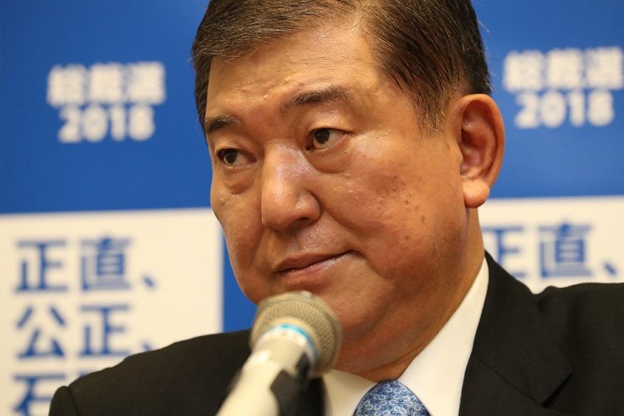写真・図版 : 自民党の石破茂元幹事長=2018年8月10日、東京・永田町