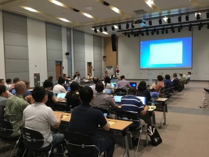 写真・図版 : 7月に韓国で開かれたISC総会の様子。環境団体のメンバーも参加した。