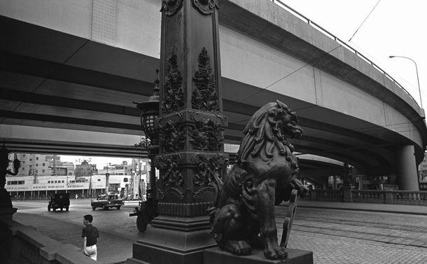 日本橋から空と水と詩が消えた――首都高と五輪