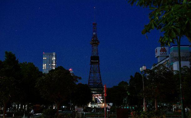 停電で消えた「さっぽろテレビ塔」の照明=2018年9月6日、札幌市