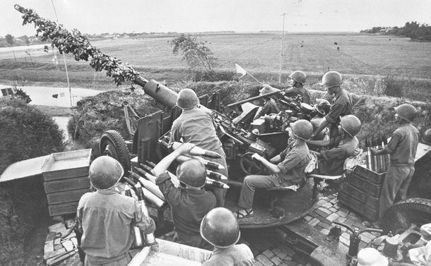 写真・図版 : ベトナム戦争の高射砲陣地