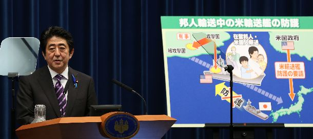 写真・図版 : 集団的自衛権の行使容認について、記者会見で説明する安倍晋三首相=2014年7月1日