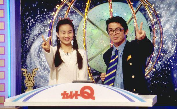 「カルトQ」の司会を務めたうじきつよし(右)とフジテレビアナウンサー中村江里子 (C)フジテレビ