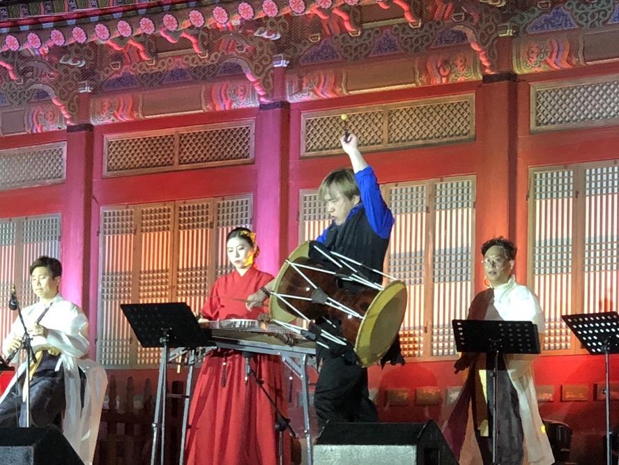 写真・図版 : 景福宮での演奏