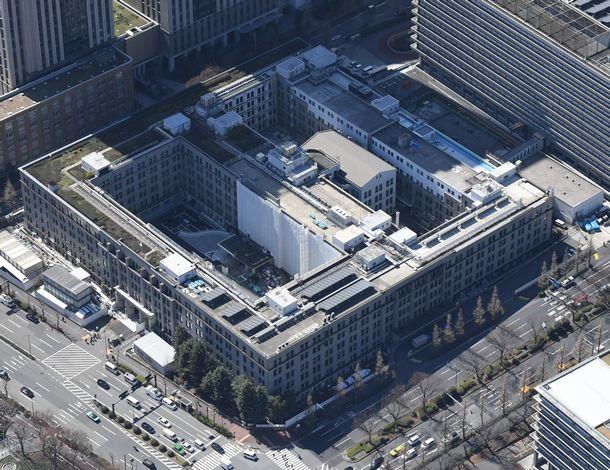 写真・図版 : 財務省庁舎=2018年3月12日、東京・霞が関