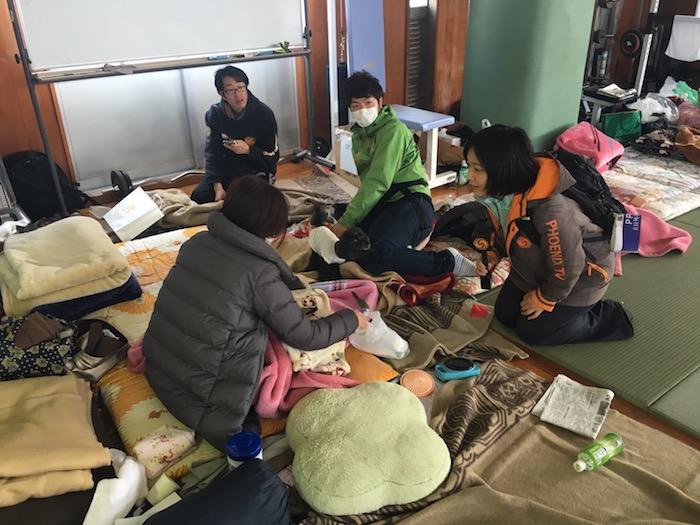 写真・図版 : 熊本地震の避難所を取材=2016年4月