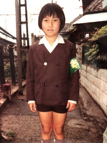 写真・図版 : 大阪で育った小学4年生ころのミン・ヨンチさん