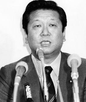 写真・図版 : 海部俊樹政権で自民党幹事長に就任した小沢一郎氏=1989年8月9日