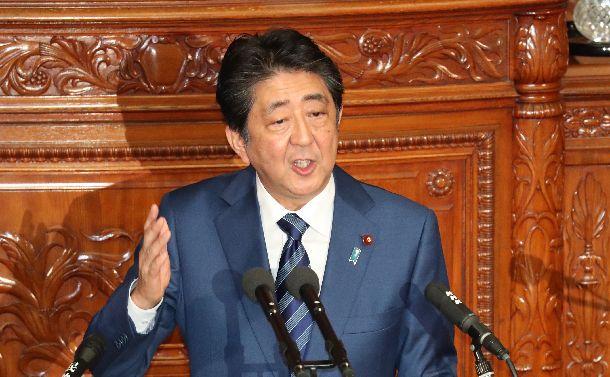 衆院本会議で所信表明演説をする安倍晋三首相=2018年10月24日