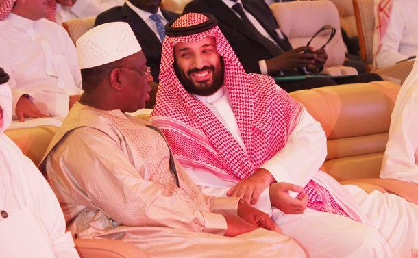 写真・図版 : サウジで開かれた国際経済会議で登壇したムハンマド皇太子=2018年10月24日、リヤド