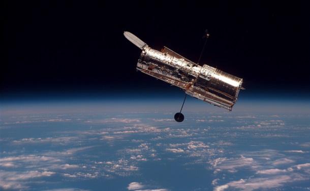 宇宙膨張の法則は「ハッブル・ルメートルの法則」
