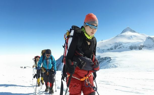 南極大陸最高峰のヴィンソン・マシフに登頂したイモトアヤコ (C)日本テレビ