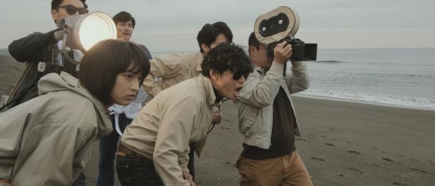 本作のために10キロ体重を増やし、身も心も太くなった井浦新が若松孝二を怪演。助監督めぐみは、白石監督の熱烈オファーで門脇麦が好演