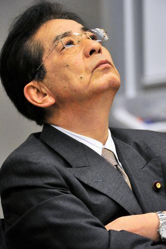 写真・図版 : 2012年4月18日、東京・永田町で