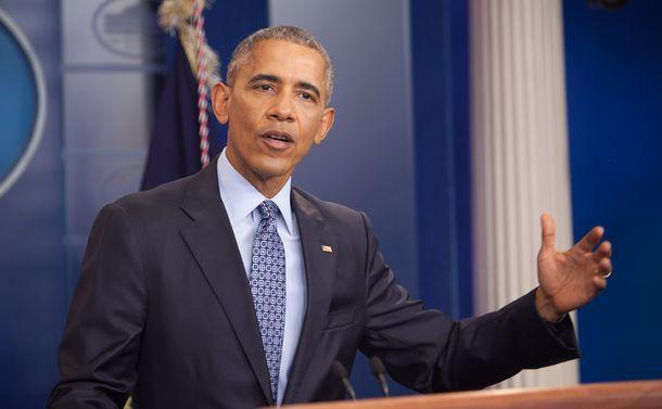 写真・図版 : ホワイトハウスで会見するオバマ氏=2017年1月18日、ワシントン