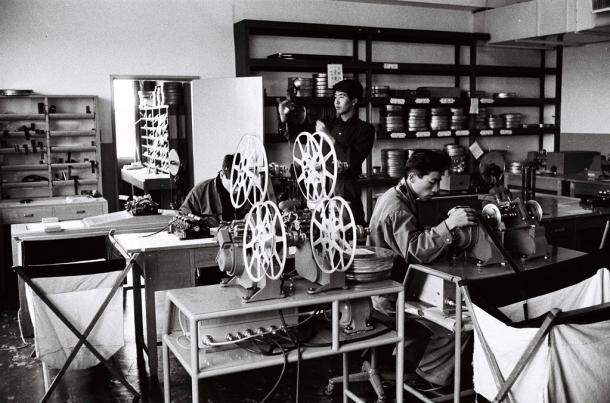 写真・図版 : 東映動画の編集室=1958年