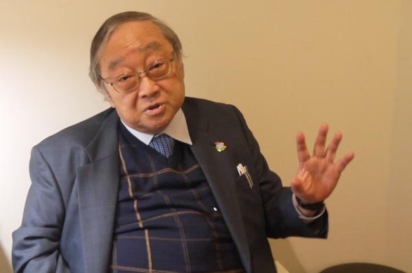 写真・図版 : 日本自閉症協会会長の市川宏伸医師