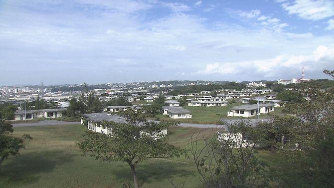 写真・図版 : 西普天間住宅地区。149棟の米軍住宅が建っていた=2015年4月(提供:琉球朝日放送)